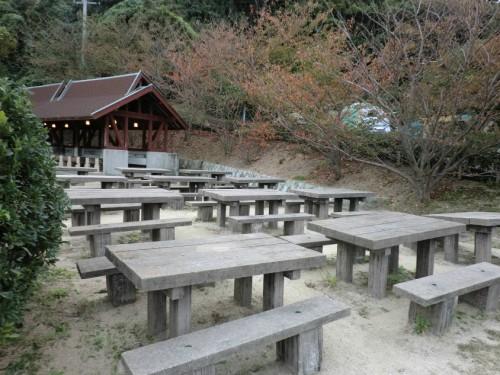 初の南淡路シーサイドキャンプ場_テーブルとベンチ