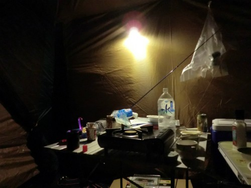 初の南淡路シーサイドキャンプ場_ランタンに照らされるタープ