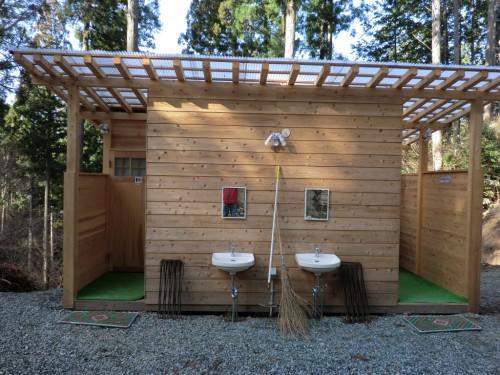 初木もれ陽の森_手作りトイレ