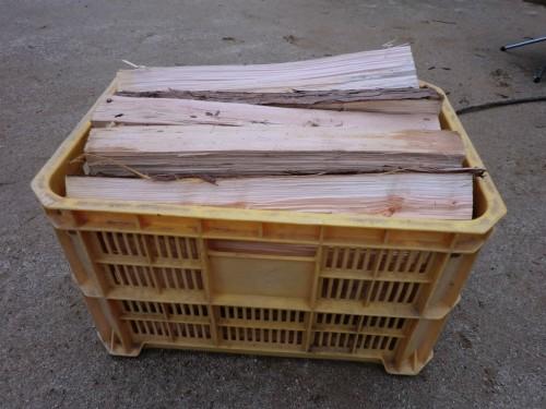 初木もれ陽の森_コンテナいっぱいの薪
