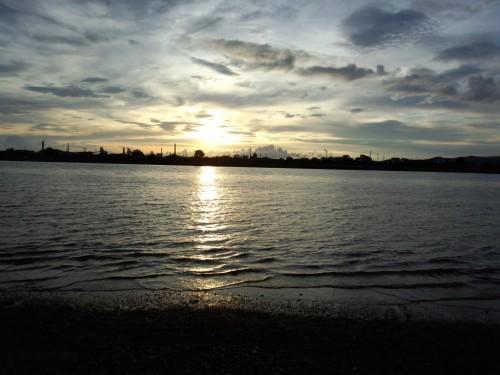 紀の川の夕日