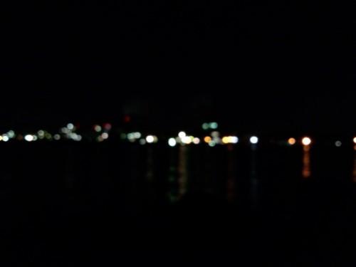 青岸のピンぼけ夜景