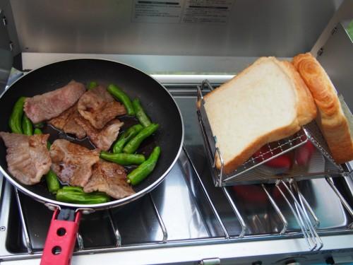 紀州加太オートキャンプ場_トーストと焼肉